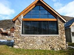 fenetre de pignon rev tements modernes du toit. Black Bedroom Furniture Sets. Home Design Ideas
